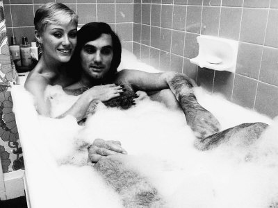 george-best-with-his-wife-angie-in-the-bath-january-1978